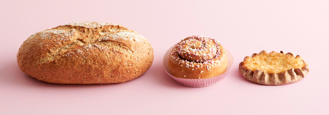 tehdaan-yhdessa-hyvaa-roosa-nauha-leipomotuotteilla